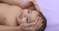5. Lembabkan rambut bayi