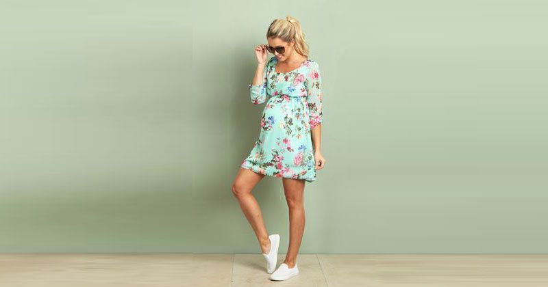 3. Kombinasi dress sneakers