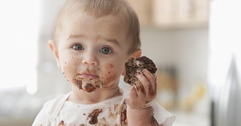 2. Bersihkan noda cokelat