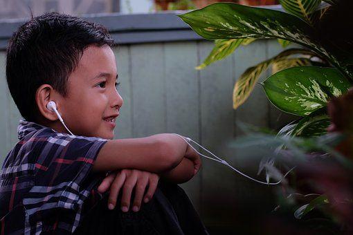 12 Lagu Barat Masa Kini Isi Inspiratif Anak Mama