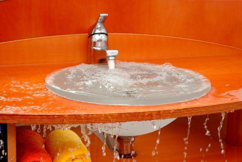 1. Mampet wastafel tempat cuci piring