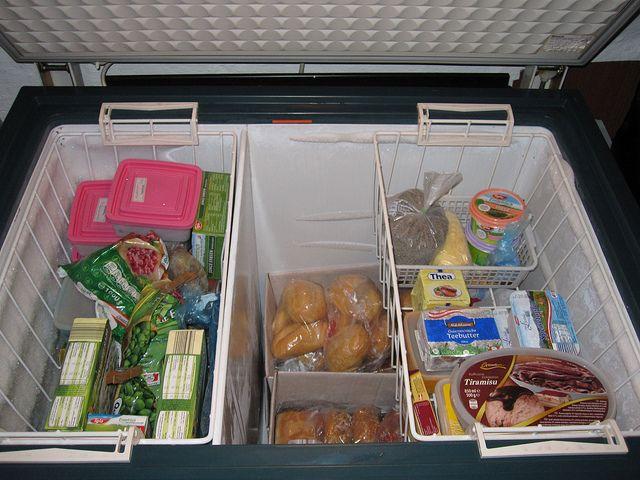 5. freezer khusus meyimpan daging beku bukaan atas