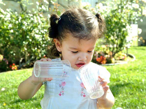 1. Menjadi role model minum air putih setiap hari