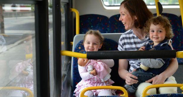 5. Pilih waktu tepat berpergian bersama anak transportasi umum