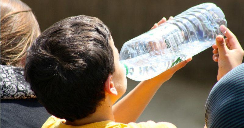 3. Minum air putih banyak tetapi sesuai