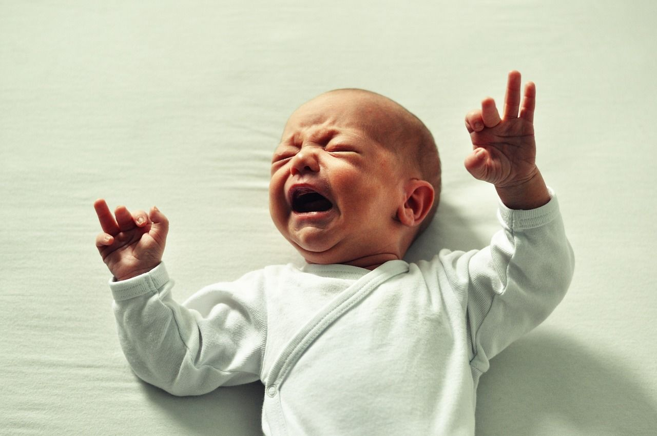 Wajib Tahu 2 Teknik Mengatasi Bayi Menangis Tengah Malam