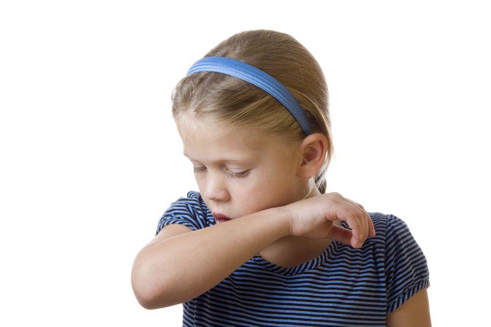 3. Tunjukkan cara batuk bersin benar
