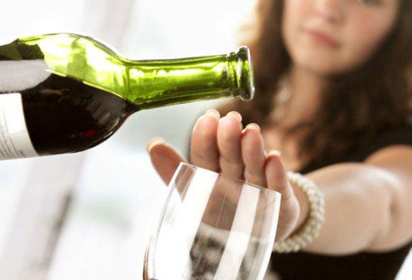 3. Hindari konsumsi alkohol