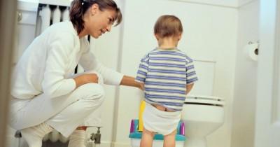 7 Cara Mengajarkan Potty Training pada Anak Laki-Laki