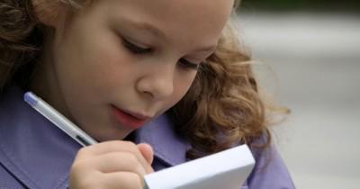 Mulai Sekarang Bikin Jurnal Bisa Bantu Anak Berkomunikasi Baik