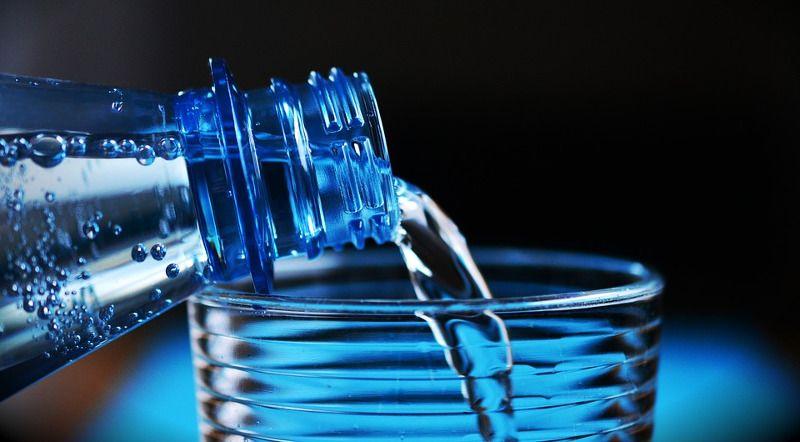 1. Ibu hamil dianjurkan minum lebih banyak air