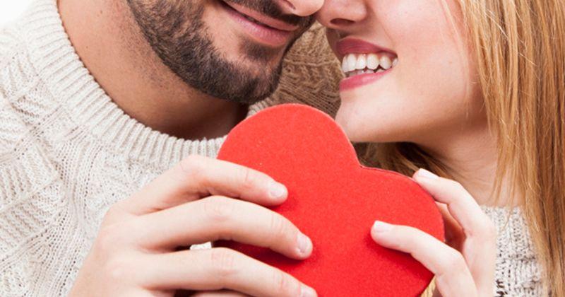 4. Sesekali berikan kejutan pasangan