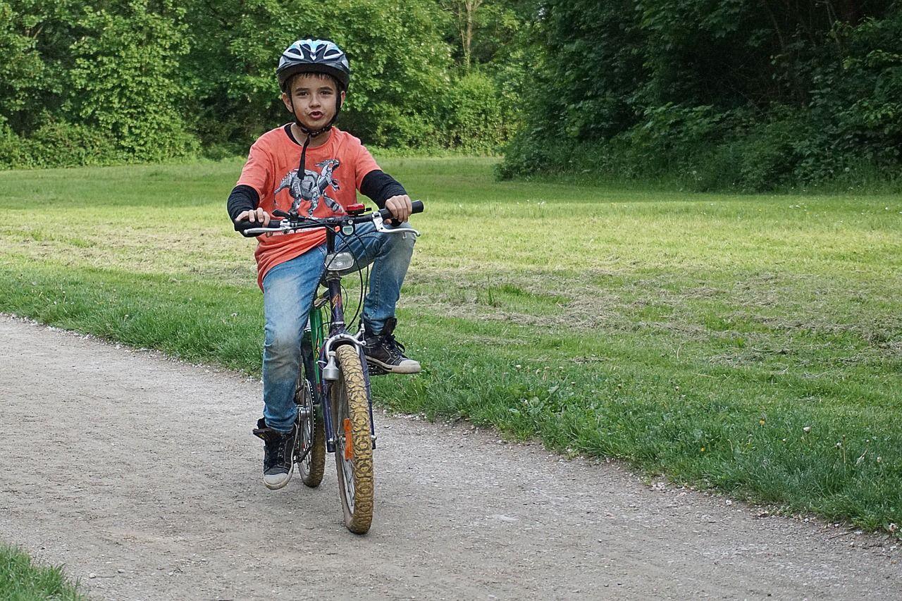1. Keamanan saat bermain sepeda