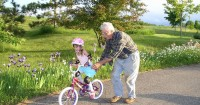 7 Hal Harus Diperhatikan Mama saat Mengajar Si Kecil Main Sepeda