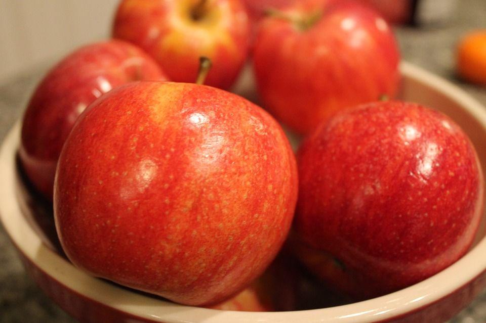 4. Apel merah