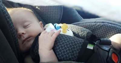Bisa Dicoba! 5 Cara agar si Kecil Betah Duduk di Car Seat