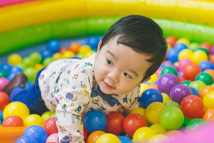 7. Sediakan permainan aktivitas seru anak
