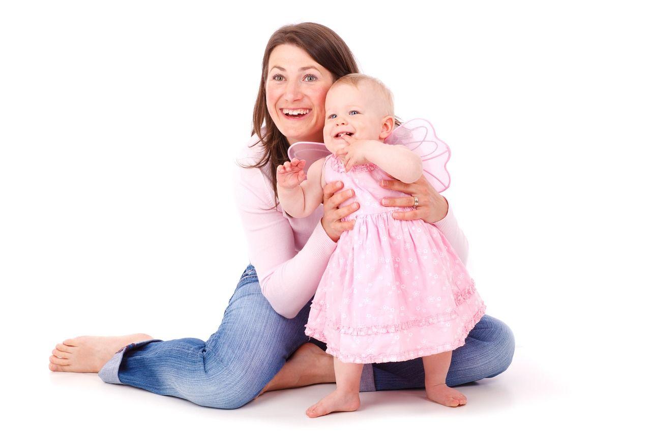 2. Biarkan bayi berinteraksi caranya
