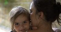 10 Dampak Positif Sering Memeluk si Kecil