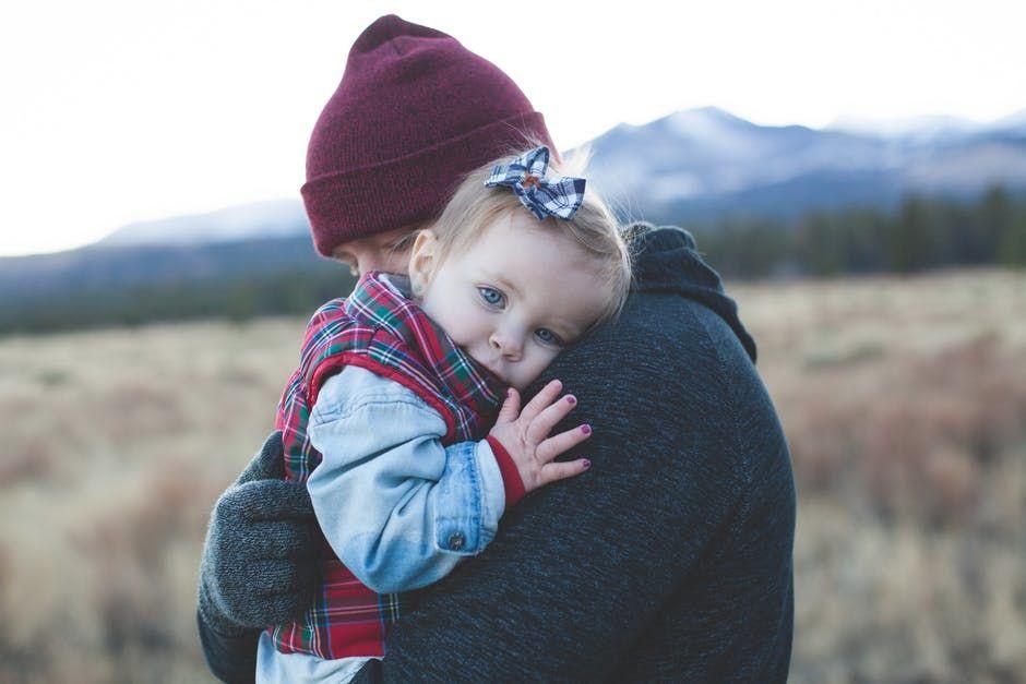 Hasil gambar untuk khasiat pelukan untuk anak