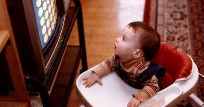 Waspada Begini Dampak Buruk Membiarkan Bayi Menonton Televisi