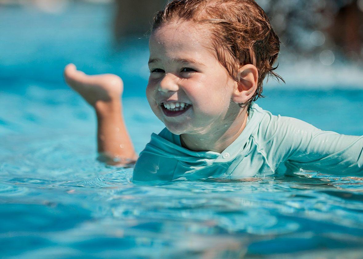 1. Pastikan kondisi kolam renang aman