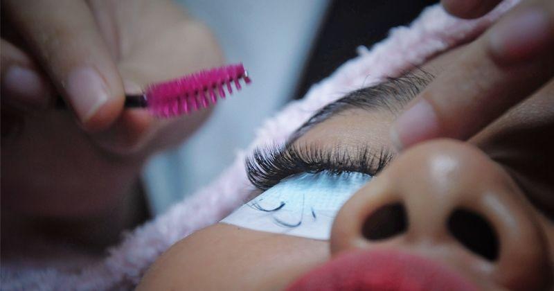 4. Mengapa setelah pemasangan bulu mata akan terasa perih ketika membuka mata