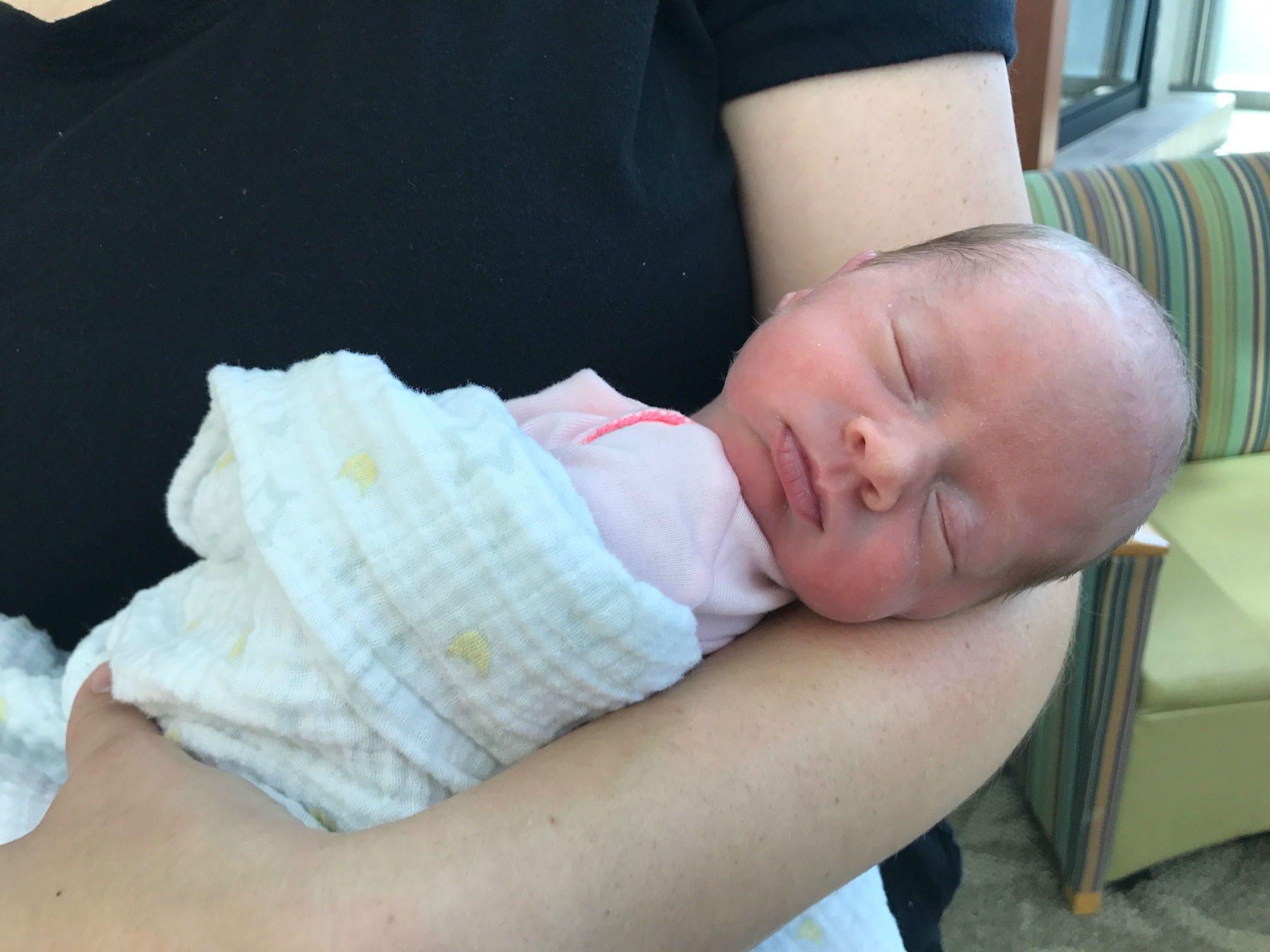 3. Nyawa bayi Emily hampir tidak tertolong