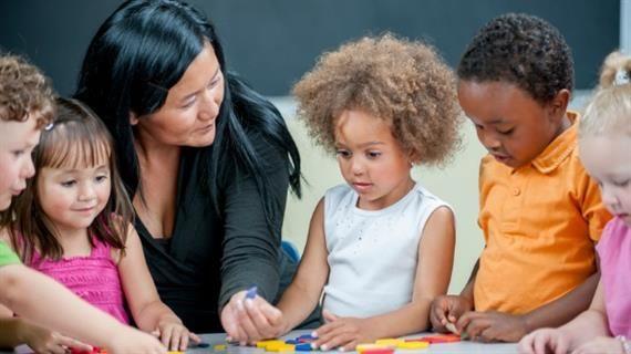 5. Kenali tenaga pengajarnya
