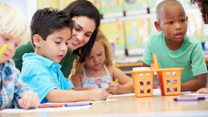 6. Pengajar PAUD baik tidak terlalu sering mengajar dalam kelompok besar
