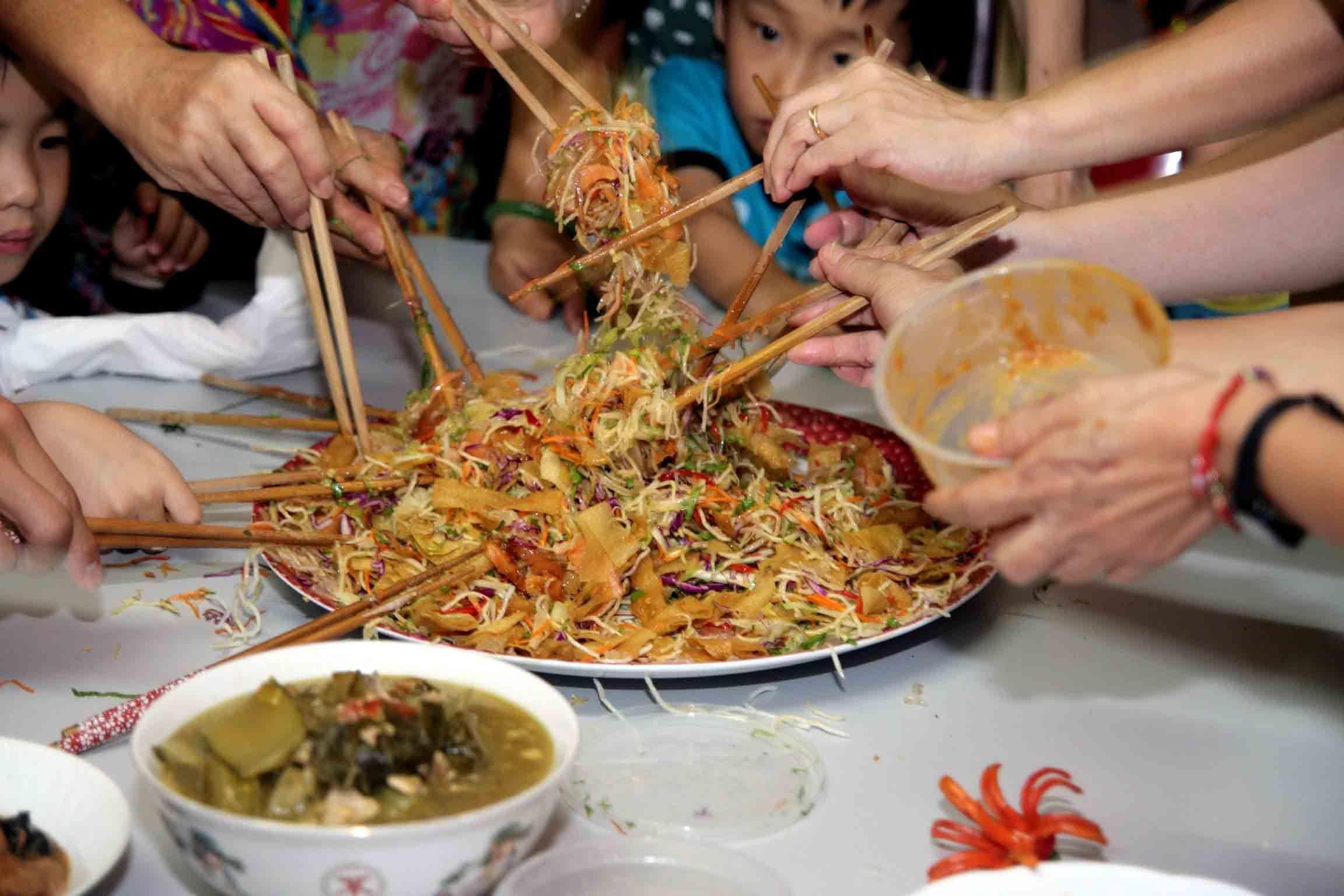 1. Memasak hidangan Cina