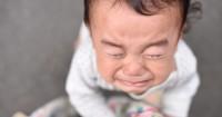 Benar atau Salah Menggendong Bayi agar Berhenti Menangis