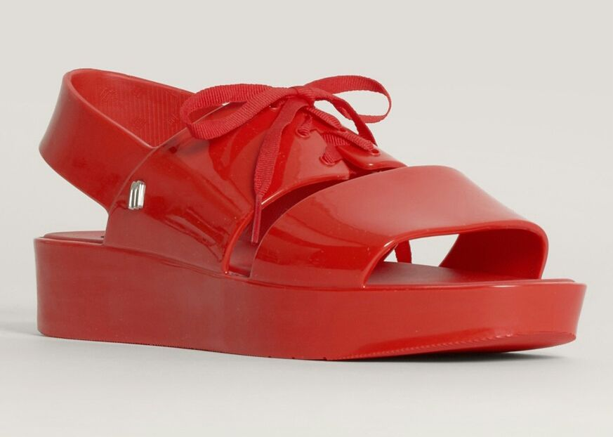 7. Flatform sandals minimalis