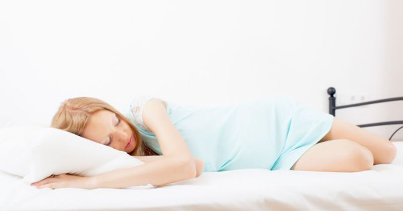Posisi Tidur Ibu Hamil Di Kehamilan Trimester Kedua Agar Lebih Nyaman Popmama Com