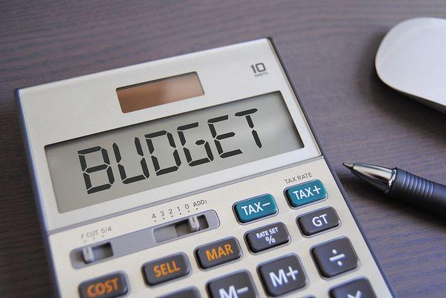 5. Bantu membuat rencana pengeluaran