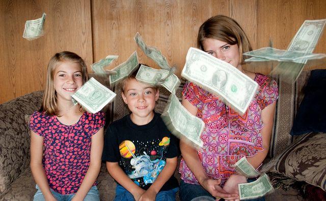 1. Pastikan si Anak sudah paham cara menggunakan uang