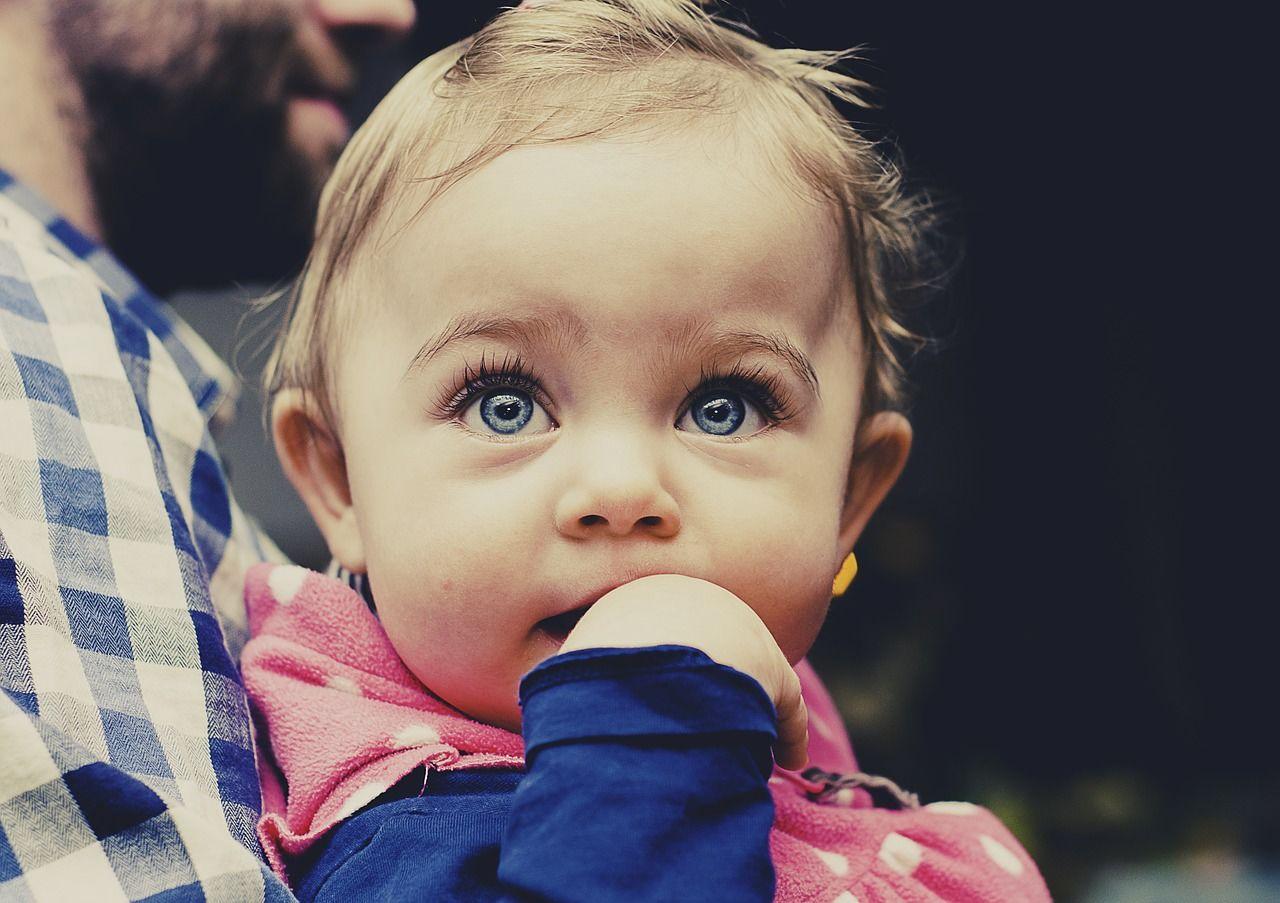 3. Mata bayi kemasukan benda asing