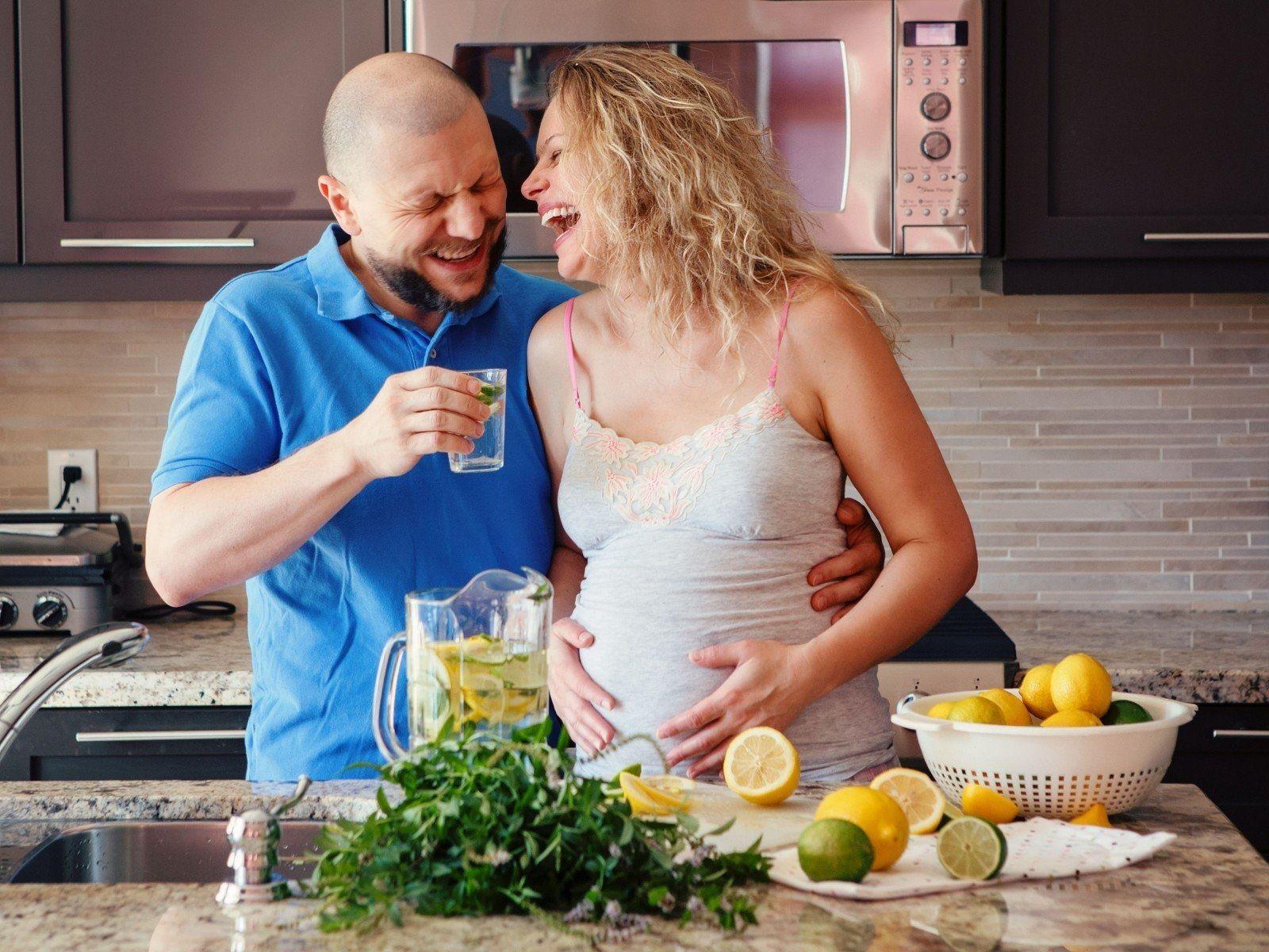 5. Suami ikut mengidam saat istri hamil