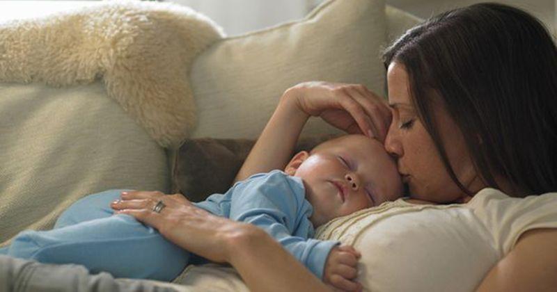 2. Apakah harus berhenti menyusui jika Mama sedang hamil