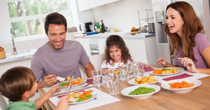 5. Makan siang hari Minggu bersama setiap akhir pekan