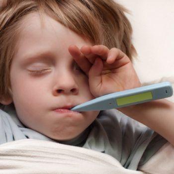 7. Berikan penanganan khusus ketika si Kecil demam