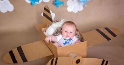 Tips Trik Jitu agar Sukses Bepergian Bersama Bayi Naik Pesawat