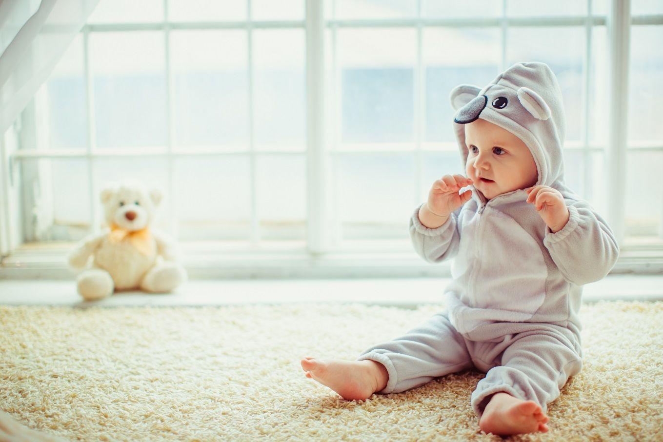 5 Langkah Penting Mengajarkan Bayi Duduk