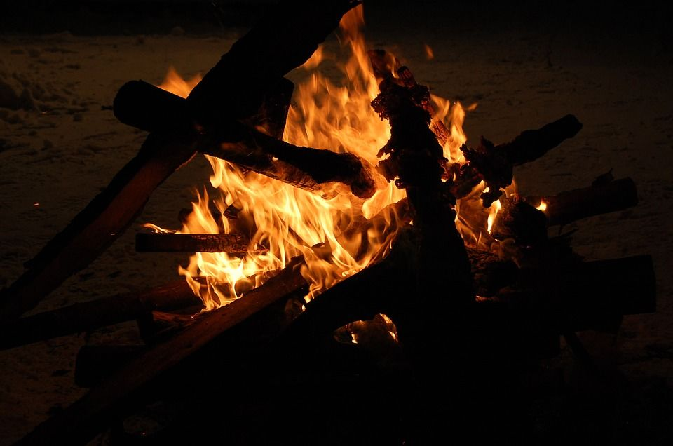 6. Siapkan tempat khusus membakar sampah
