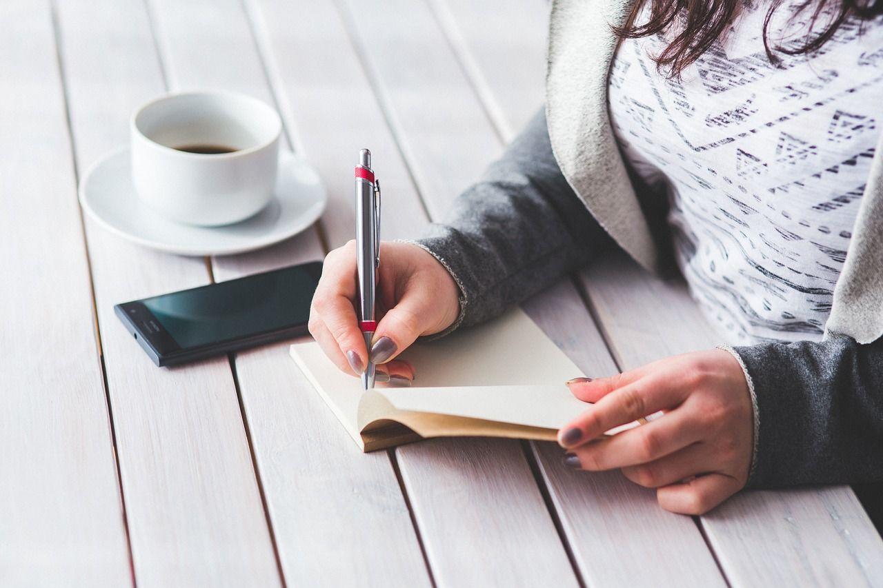 4. Buat jurnal kehamilan atau buku harian tentang mimpi