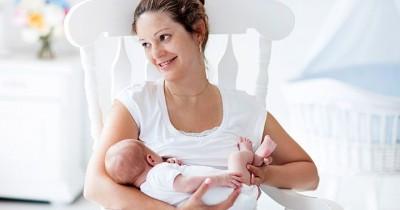 Jangan Bingung, Ternyata Ini 5 Alasan Bayi Menendang saat Menyusu