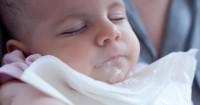 Mengapa Bayi Memuntahkan Semua Makanan Dimakannya