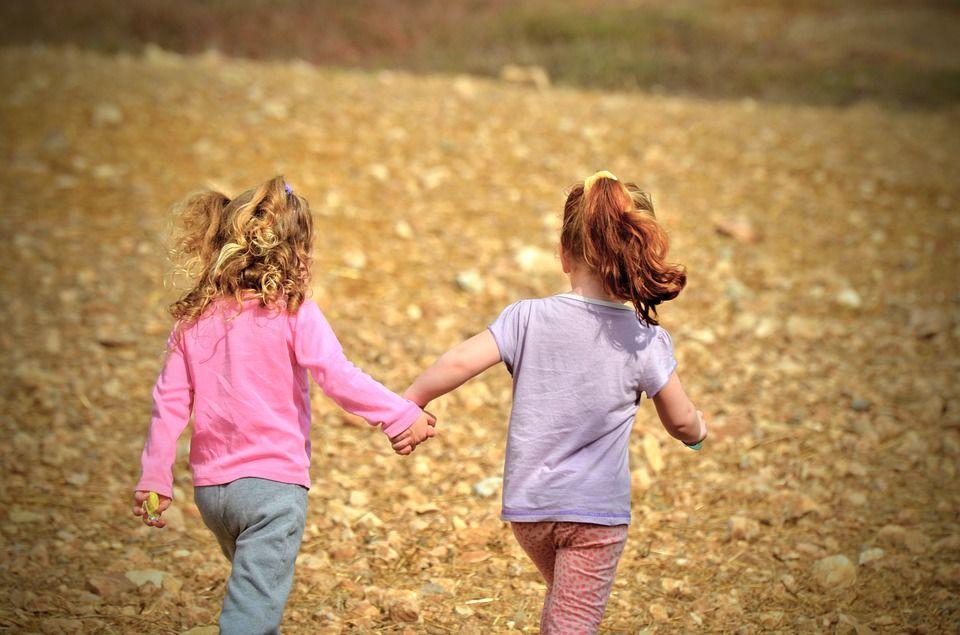 6. Berikan pengalaman merasakan perbedaan kehidupan sosial