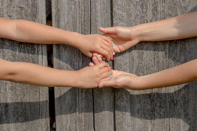 1. Bantu anak mama memahami perbedaan