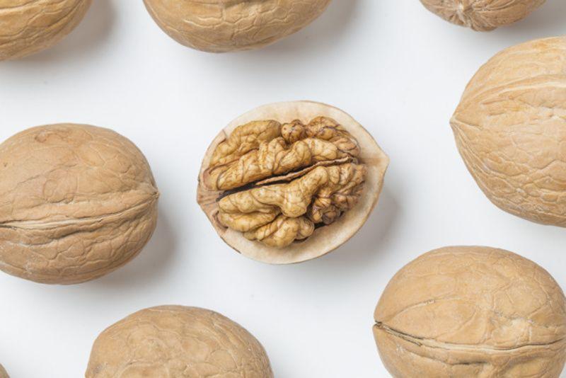 6. Kacang kenari memperbanyak jumlah sperma